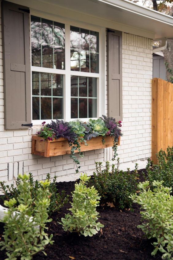 curb appeal and landscaping idea Selling Your House? Here Are 3 Ways to Make It More Attractive to Buyers