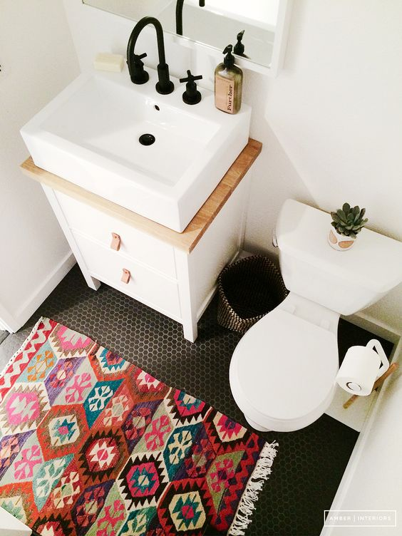 tiny bathroom with a persian rug Tiny Room Ideas: Discover These 5 Ways How To Improve The Small Space