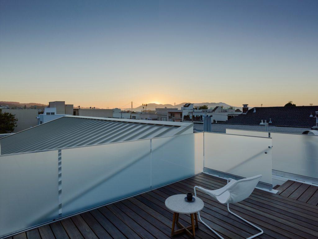 29943 roofdeckatdusk 1024x770 Laguna Street Residence by Michael Hennessey Architecture