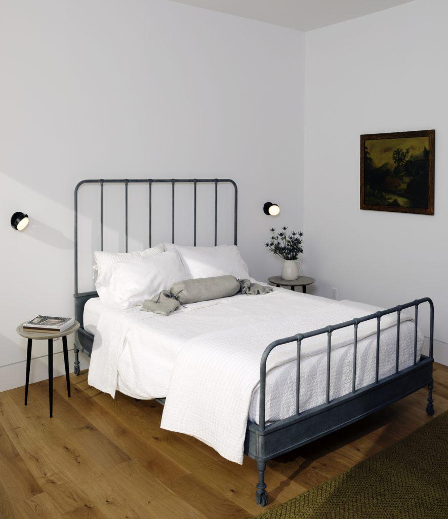 guest bedroom 885x1024 Family Headquarters by Viviano Viviano architecture