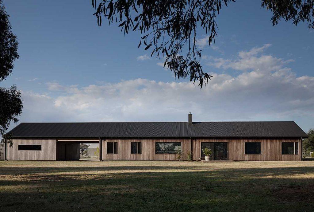 Trentham Long House by MRTN Architects