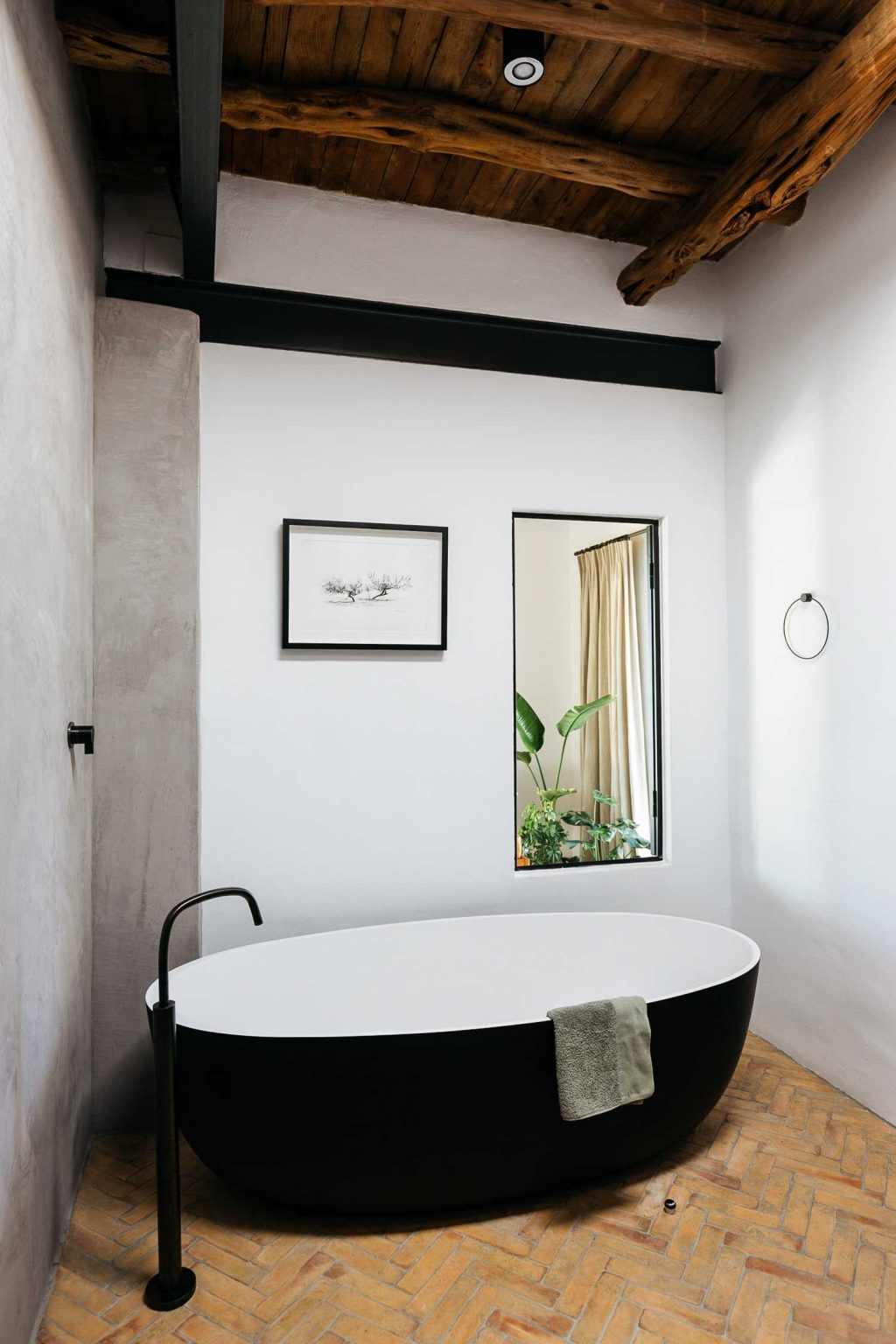 Boost Your Bathroom's Beauty: How to Choose the Perfect Bathtub