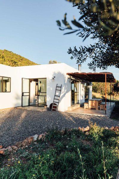 Abandoned warehouse transformation to a dreamy Loft by Ibiza Interiors