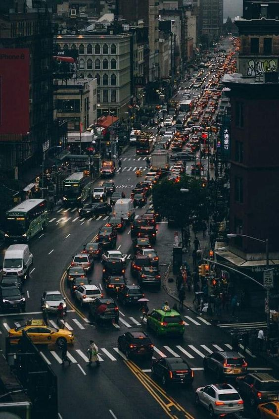 busy nyc street Tips For NYC Newcomers