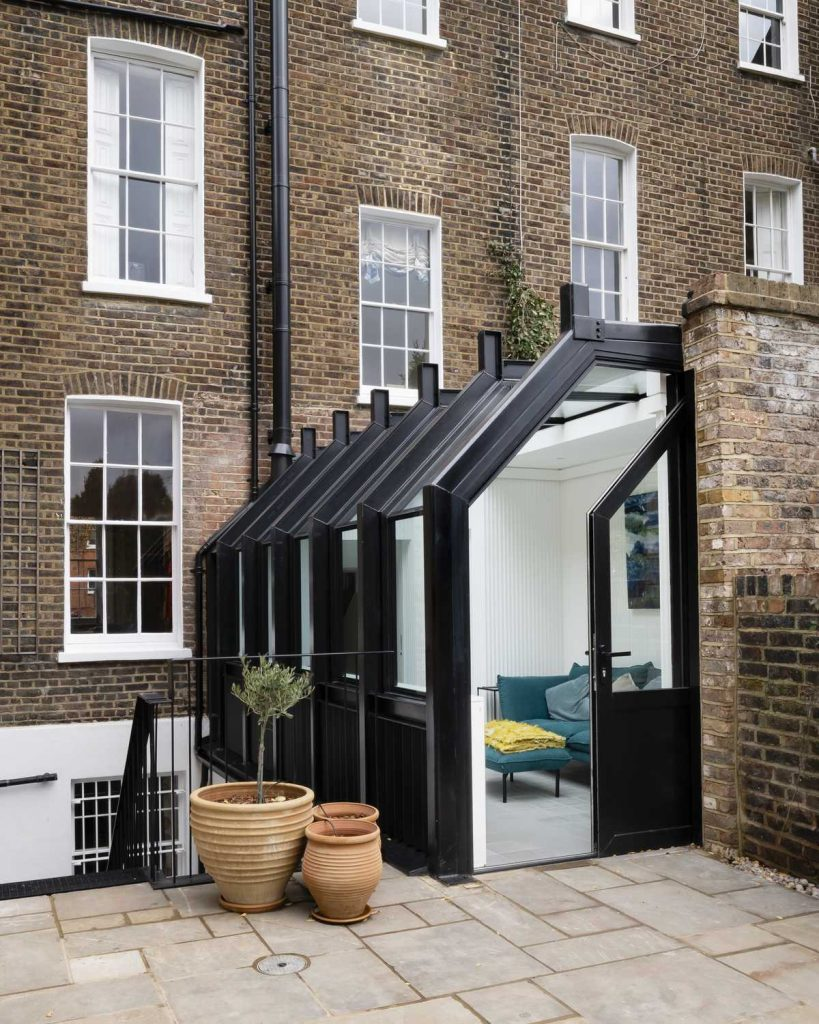 %name A glasshouse re connects a Listed townhouse to its garden
