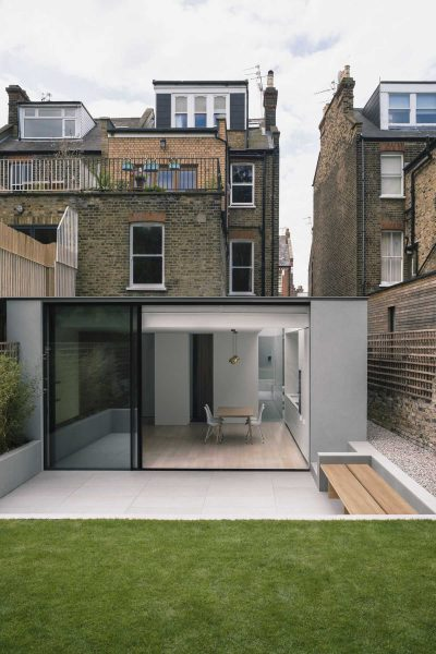Extension of a single-storey garden flat by Alexander Martin Architects