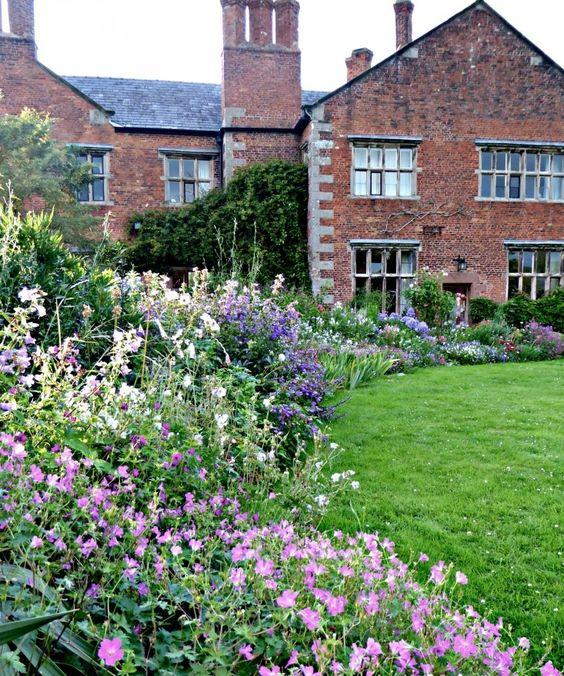 english cottage garden English Cottage Garden Design Tips