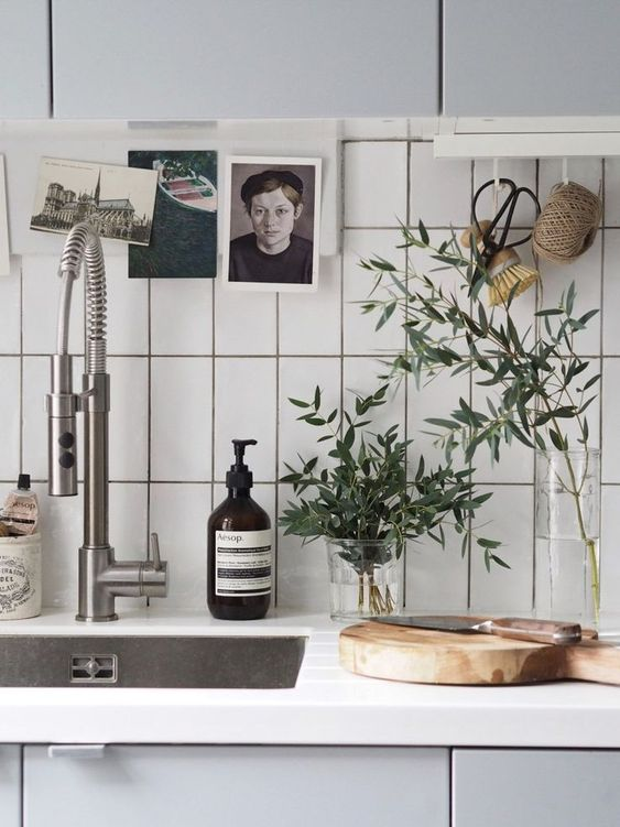 glass vases These 40+ Kitchen Decor Ideas Will Inspire You To Renovate Yours