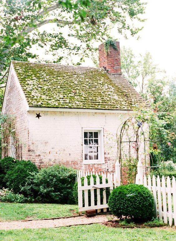 white picket fence English Cottage Garden Design Tips
