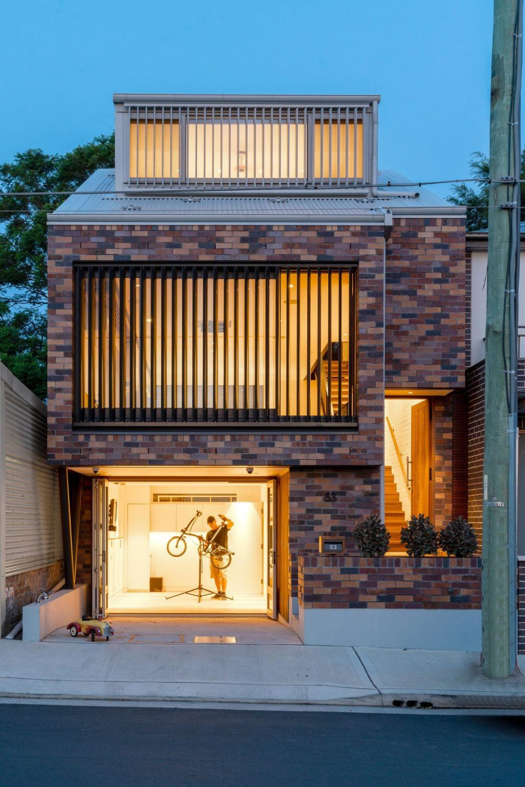 A house with a creative brick pattern by Kreis Grennan Architecture