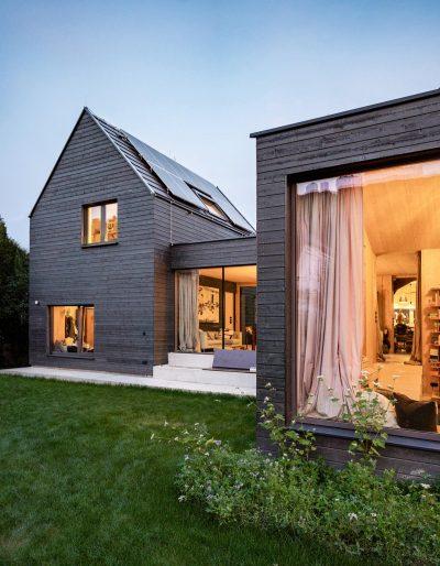 Adding instead of demolishing: a beautiful addition by Smartvoll