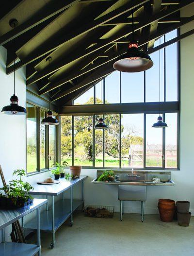 Modern Barn by Jobe Corral Architects