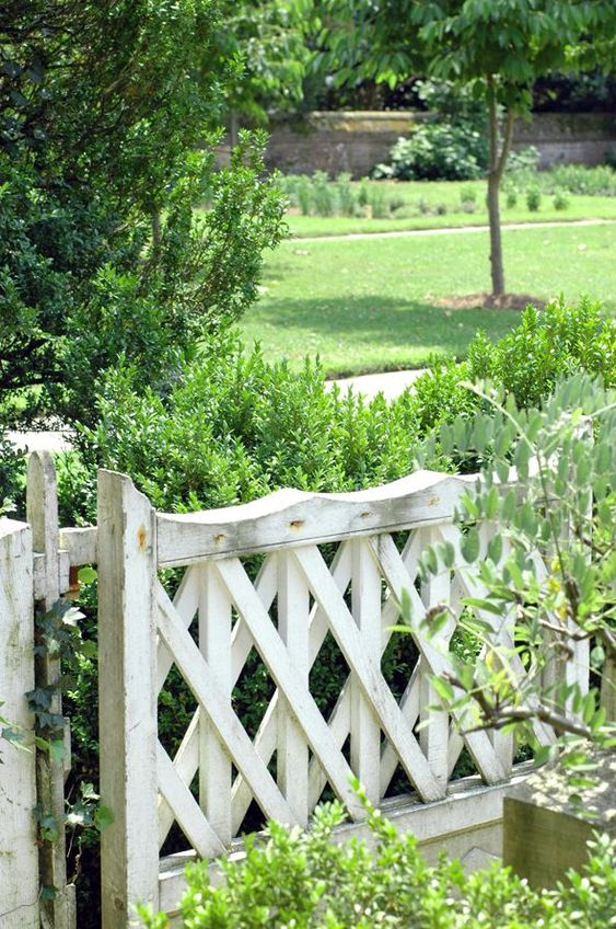 How to Choose a Style for Your Garden Fence