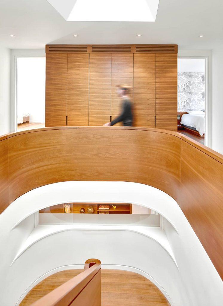 curved balustrade 746x1024 Garden Circle House by Dubbeldam Architecture + Design