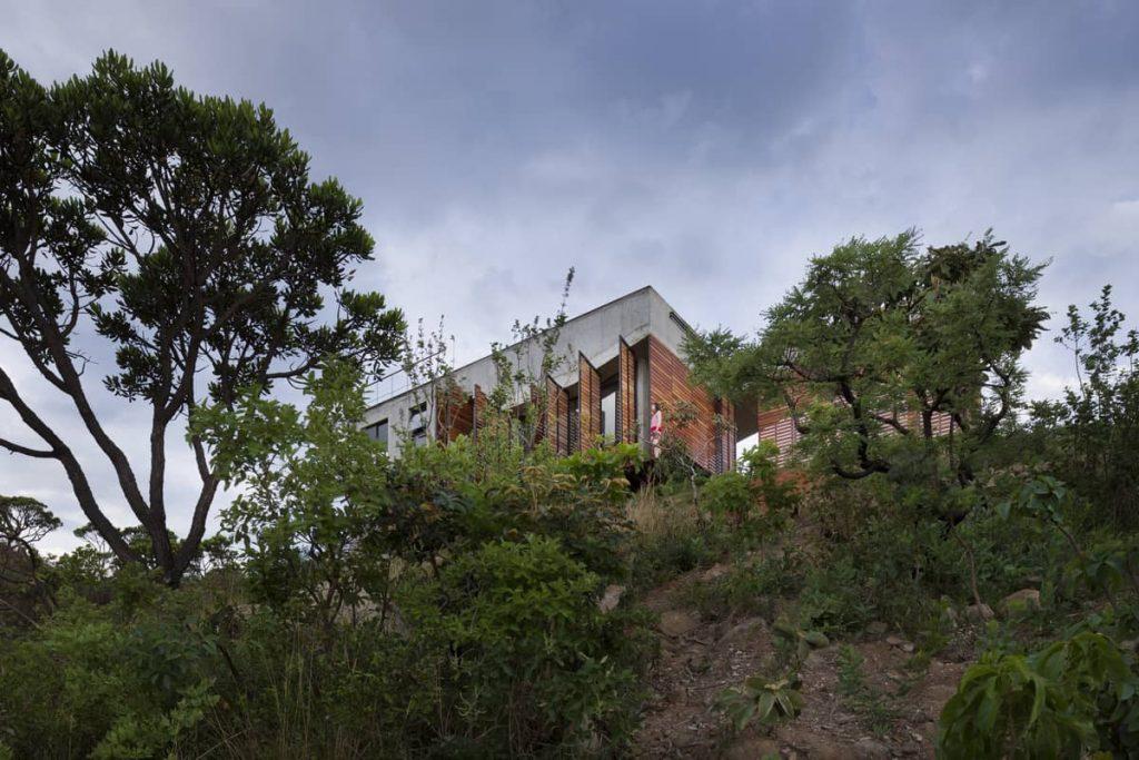 cerrado house 1024x683 A Modern Concrete House In Brazil With Stunning Views Of The Sierra da Moeda