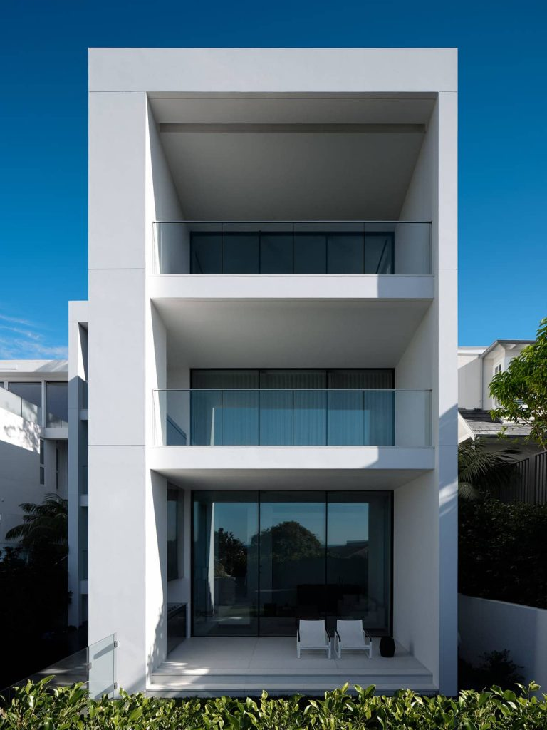 front facade balconies 768x1024 A House Designed Around the Sculptural Form Of a Large Angophora Tree