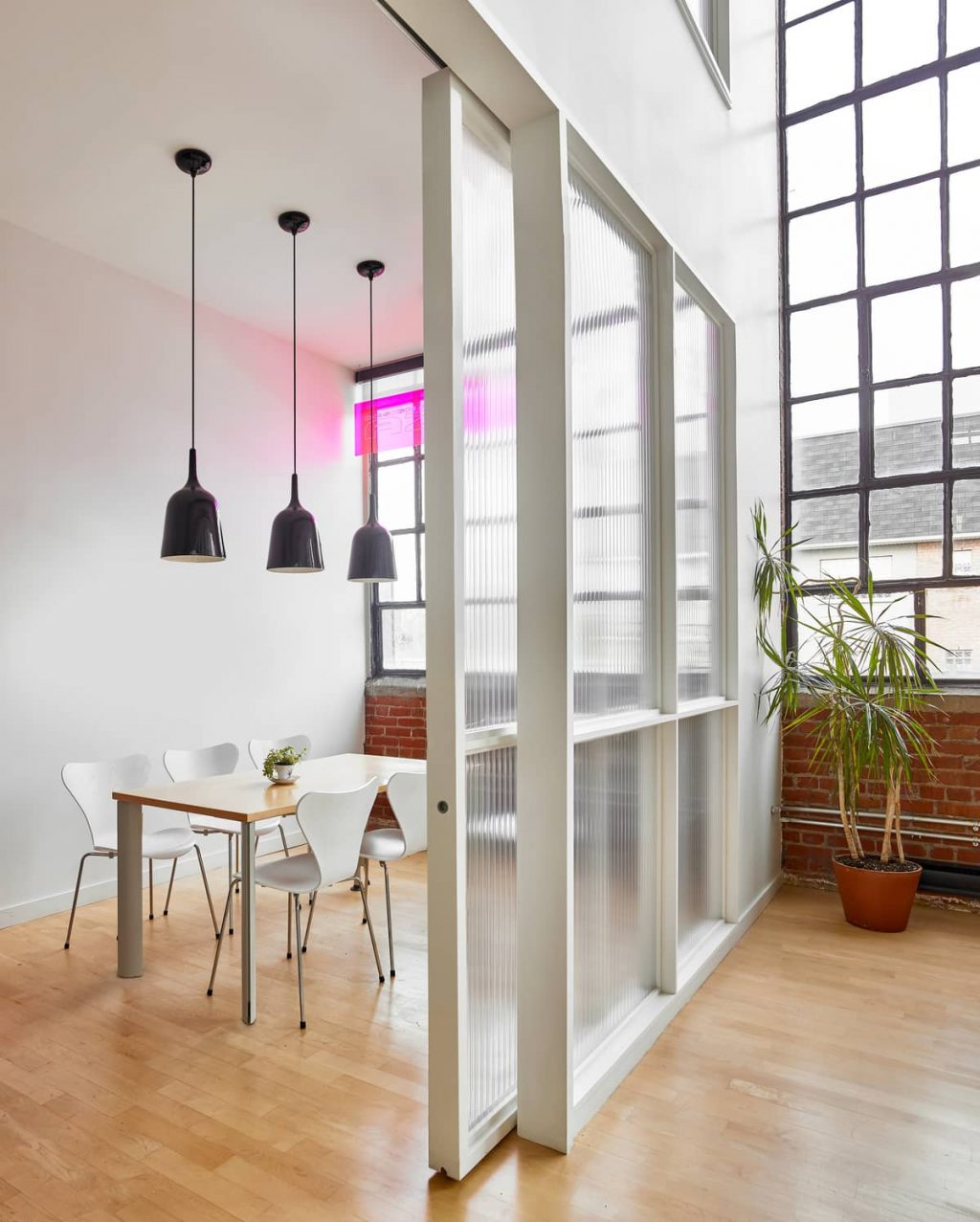 6 Advantages of Using Partition Walls in Your Home and Office