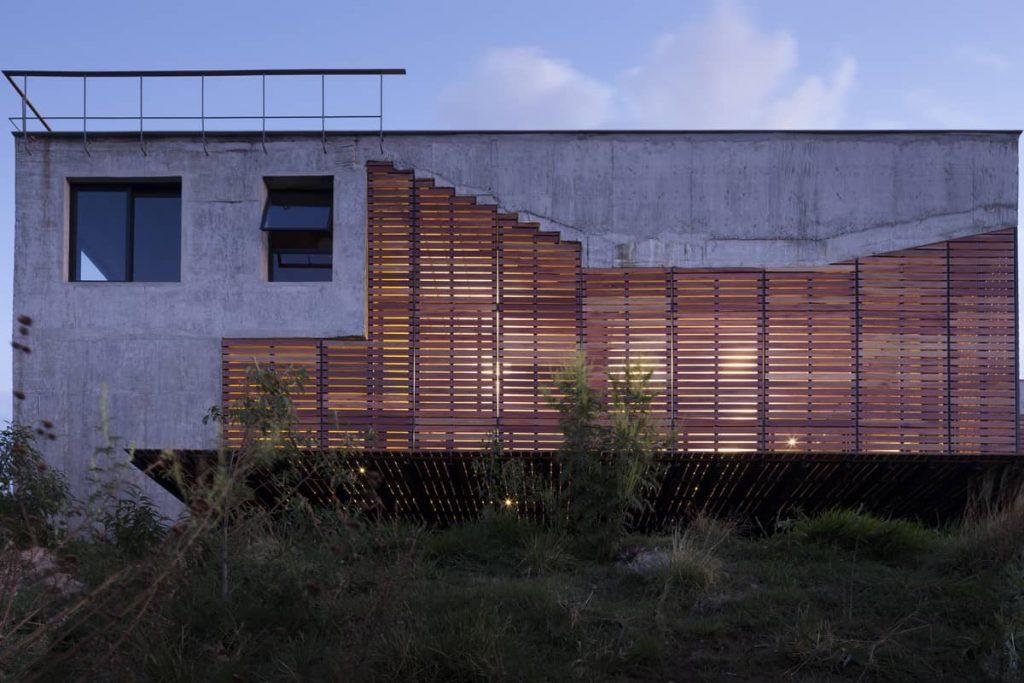 north facade 1024x683 A Modern Concrete House In Brazil With Stunning Views Of The Sierra da Moeda