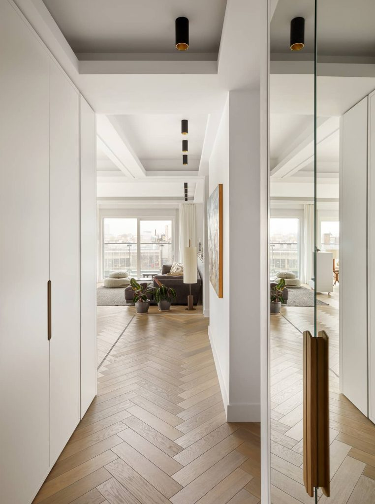 apartment entrance with large mirrors 762x1024 An Airy Living Space in London by Patalab Architecture