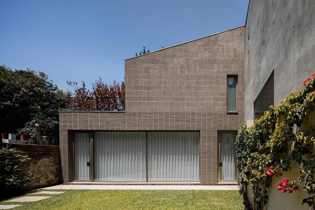 brick facade 1024x683 Miguel Bombarda Residential Building by Paula Santos Arquitectura