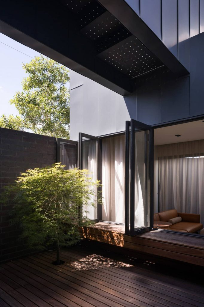 central courtyard 682x1024 A Zinc Clad Addition by Robert Simeoni Architects