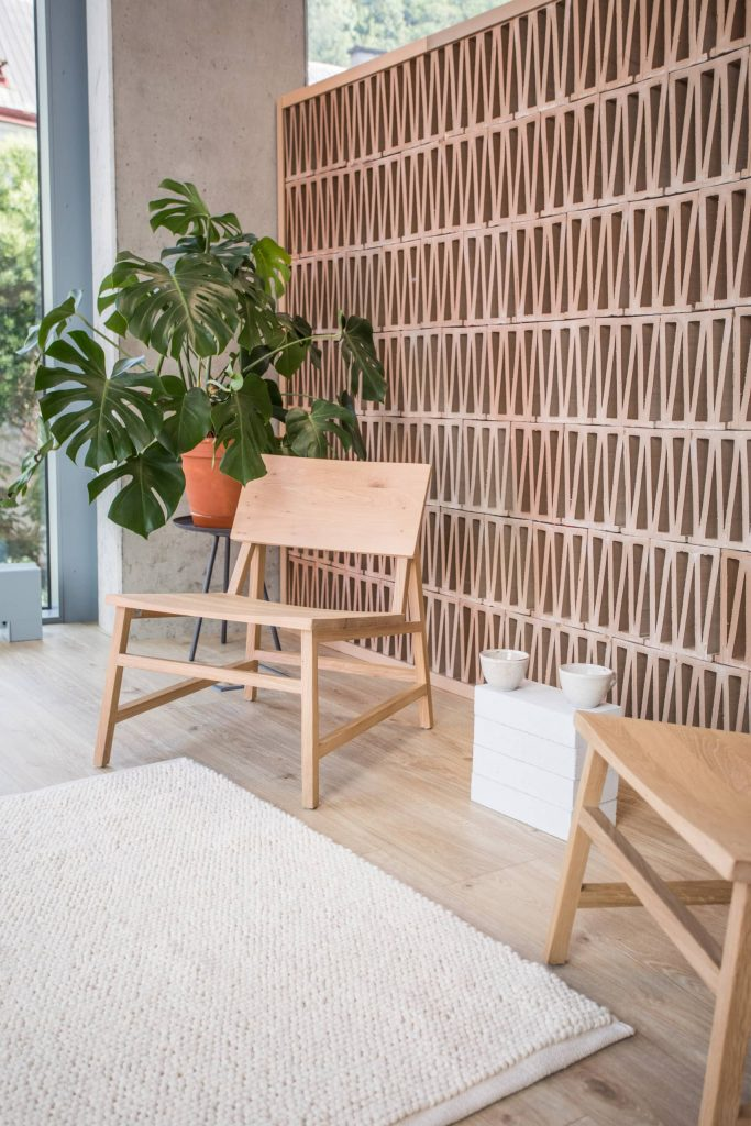 ceramic room divider 683x1024 A Chill Out Zone Was Added to This Contemporary Office Space
