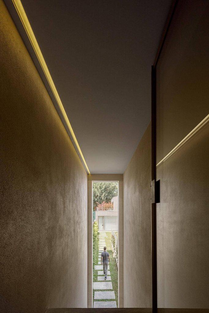 corridor 683x1024 Miguel Bombarda Residential Building by Paula Santos Arquitectura