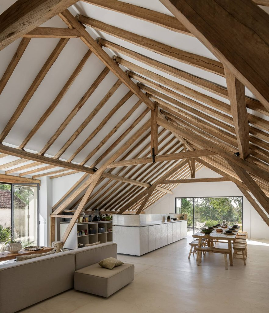 exposed wooden roof truss 882x1024 Enter Arquitectura Converts an Old Warehouse Into a Family Home