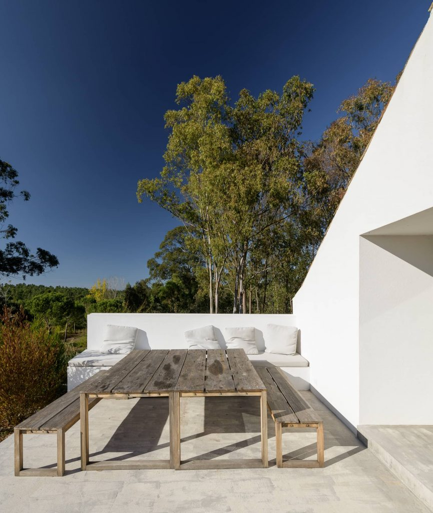 exterior deck 865x1024 Enter Arquitectura Converts an Old Warehouse Into a Family Home