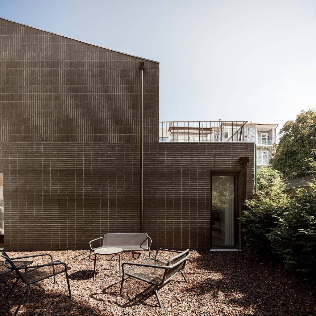 patio 1024x1024 Miguel Bombarda Residential Building by Paula Santos Arquitectura