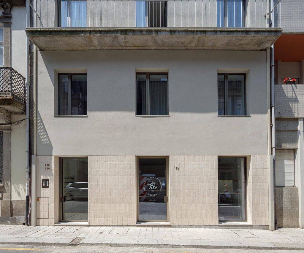 preserved main facade 1024x853 Miguel Bombarda Residential Building by Paula Santos Arquitectura