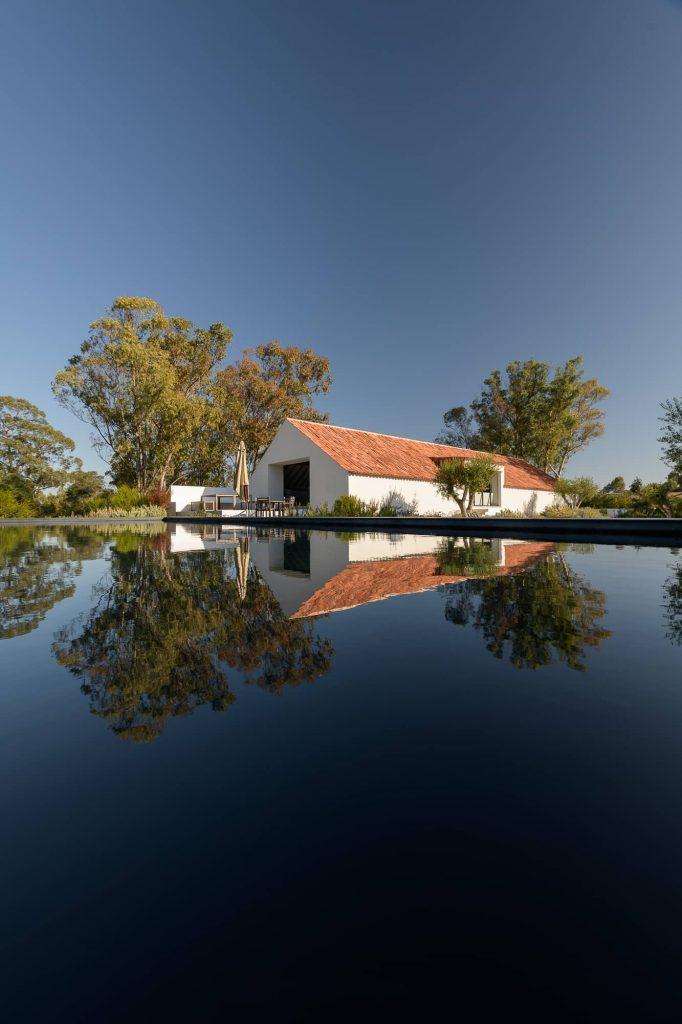 ricardo oliveira alves herdade da ferraria 3789 682x1024 Enter Arquitectura Converts an Old Warehouse Into a Family Home