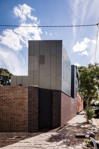 A Zinc-Clad Addition by Robert Simeoni Architects
