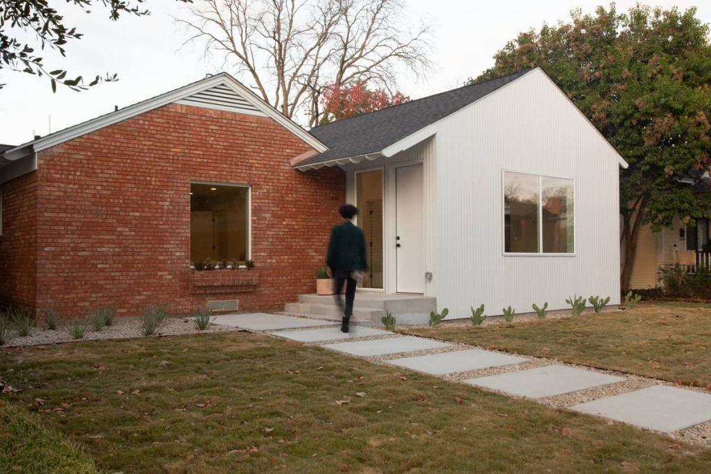 An Addition to a Small 1950's Duplex by Object & Architecture