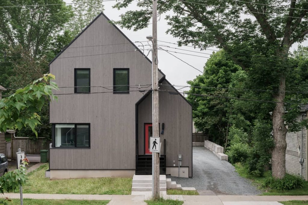exterior from streetview 1024x683 Riptide House by RHAD Architects