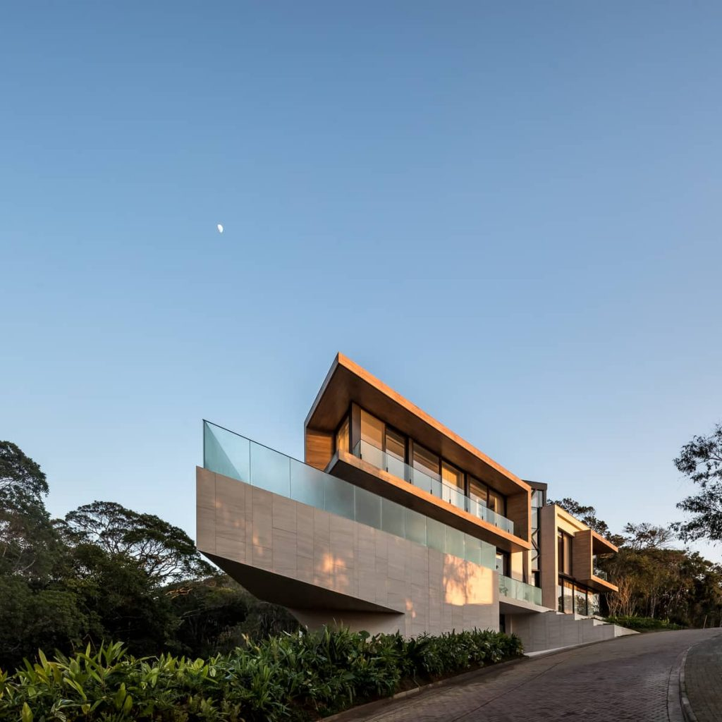 house facade 1024x1024 The Panoramic House by Schuchovski Arquitetura