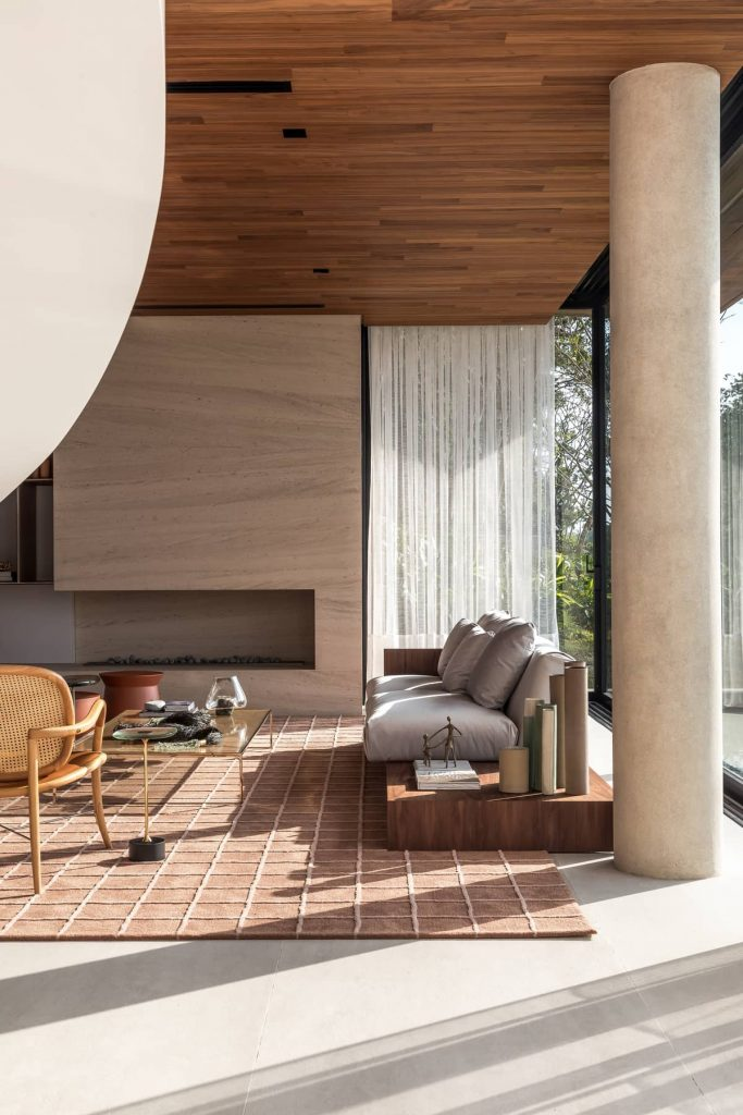 living room 683x1024 The Panoramic House by Schuchovski Arquitetura