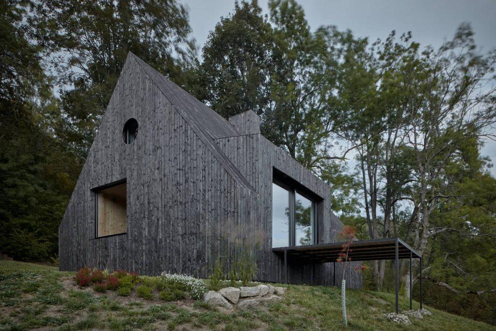 mjolk bukovka boysplaynice 03 1024x683 A Cozy Cottage in the Woods by MjöLK Architects
