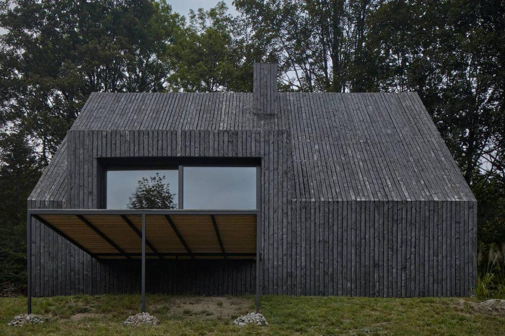 mjolk bukovka boysplaynice 04 1024x683 A Cozy Cottage in the Woods by MjöLK Architects