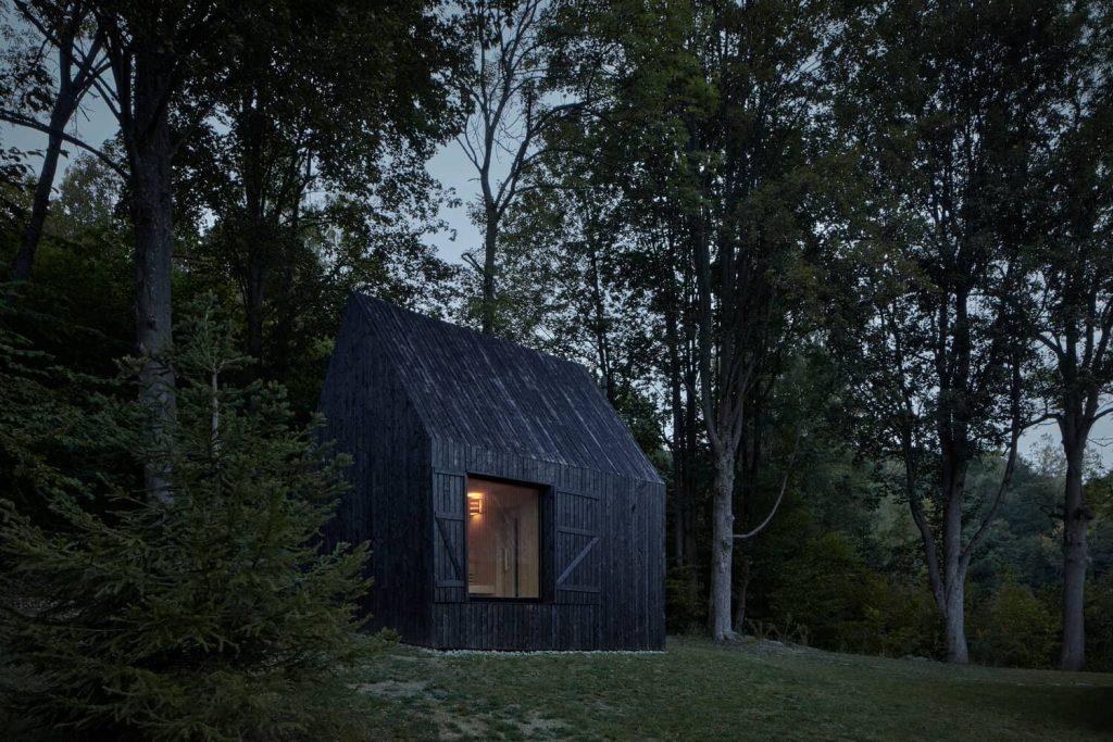 mjolk bukovka boysplaynice 09 1024x683 A Cozy Cottage in the Woods by MjöLK Architects