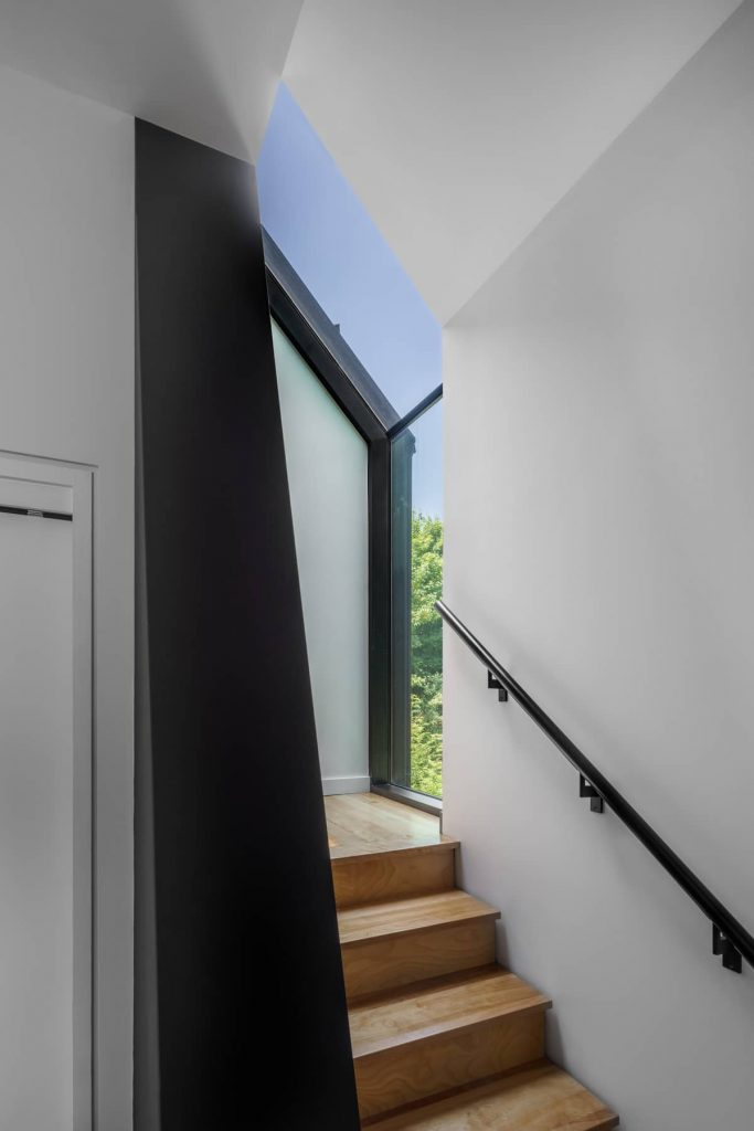 stairs 683x1024 Riptide House by RHAD Architects
