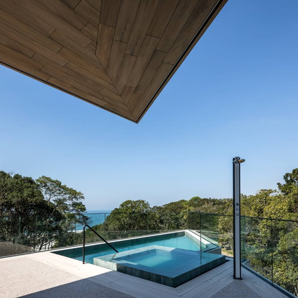 swimming pool 1024x1024 The Panoramic House by Schuchovski Arquitetura
