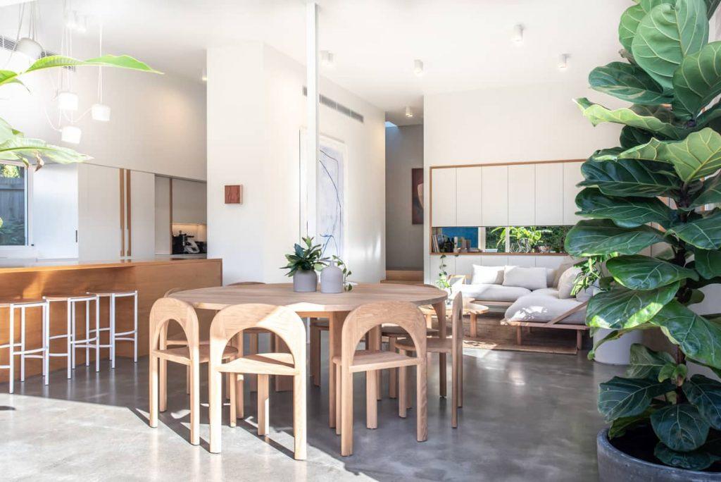 dining area 1 1024x684 Sunshine Beach House by Teeland Architects