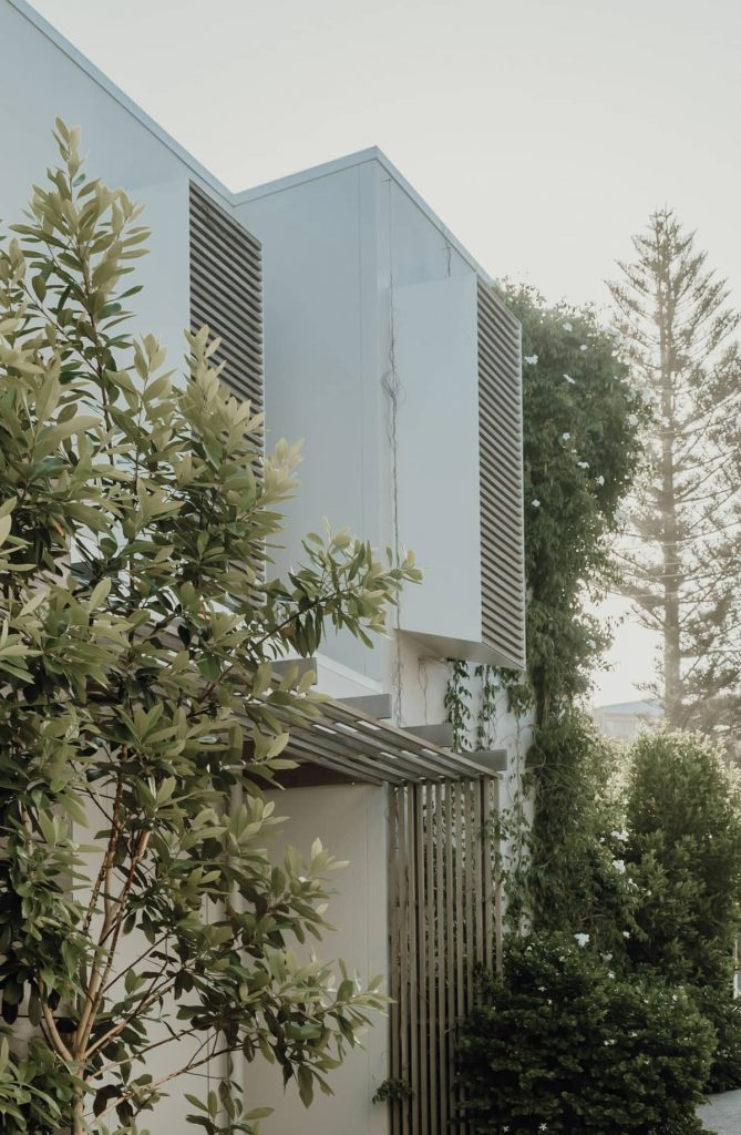 harmonious scale proportion 669x1024 Sunshine Beach House by Teeland Architects