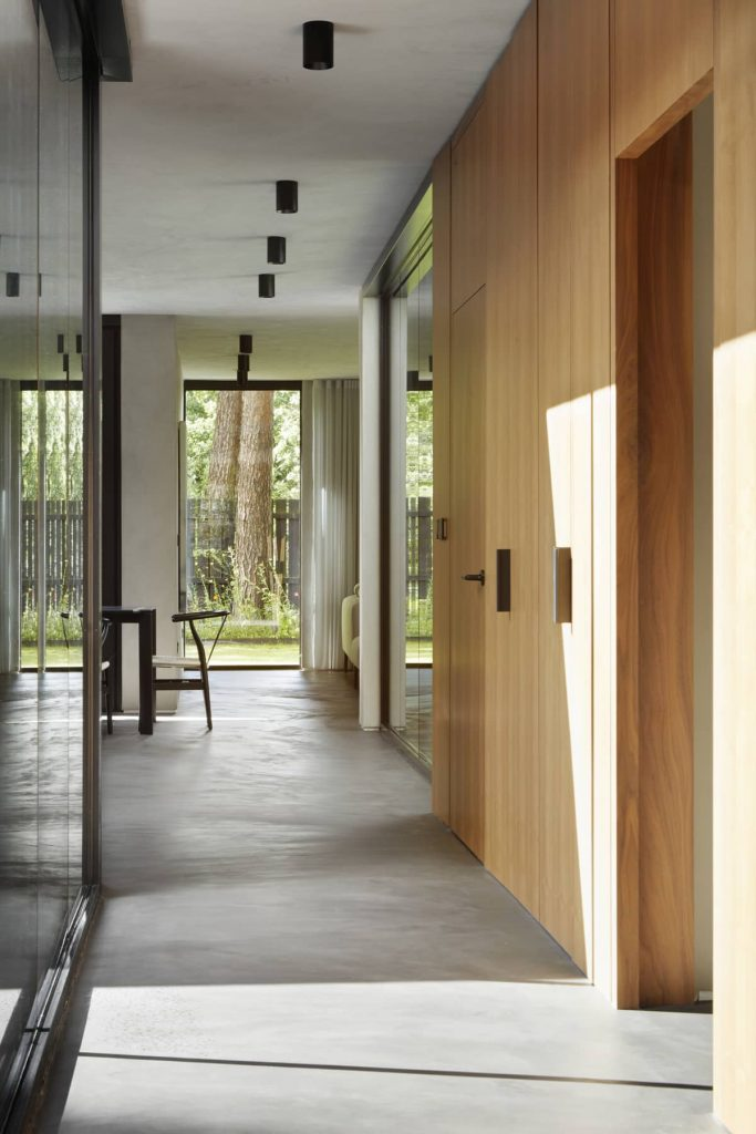 corridor 683x1024 ER Residence by McGinlay Bell Architects