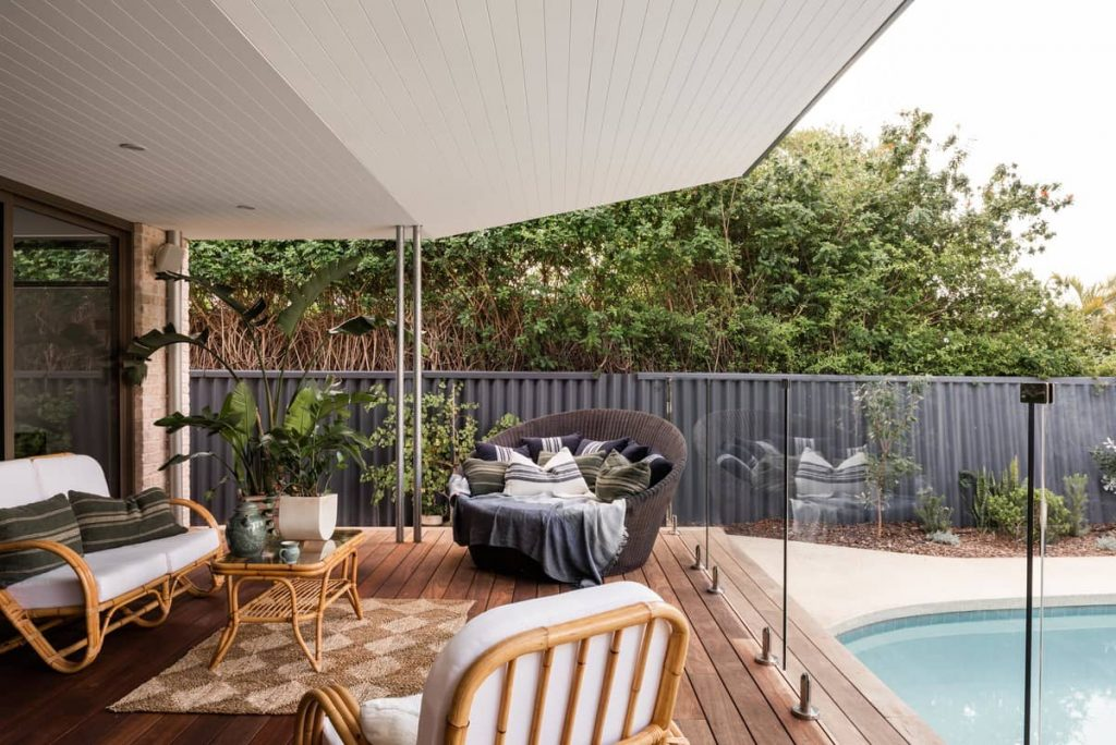 deck 1024x684 A Modernization of a Character Home by Mountford Architects