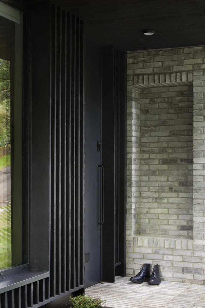 entrance 683x1024 ER Residence by McGinlay Bell Architects