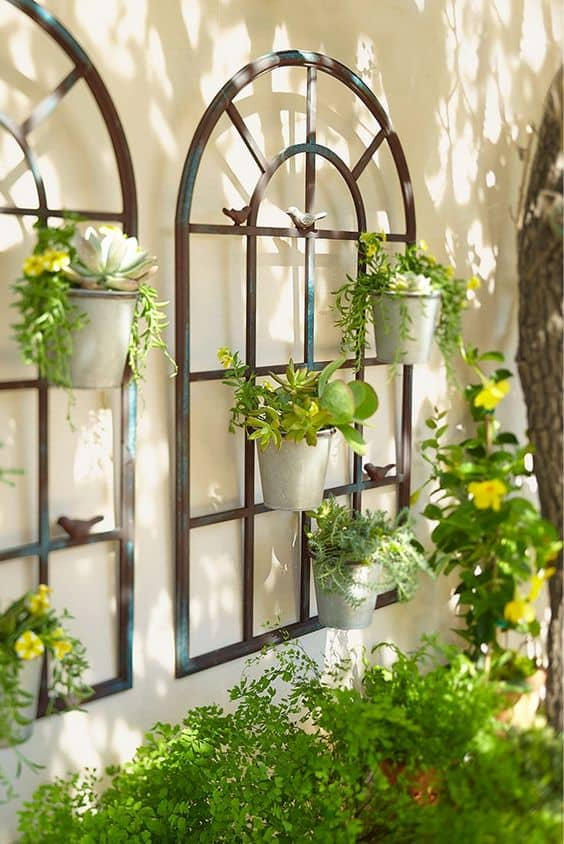 planter wall 14 Patio Wall Ideas That Will Make Your Outdoor Space More Attractive