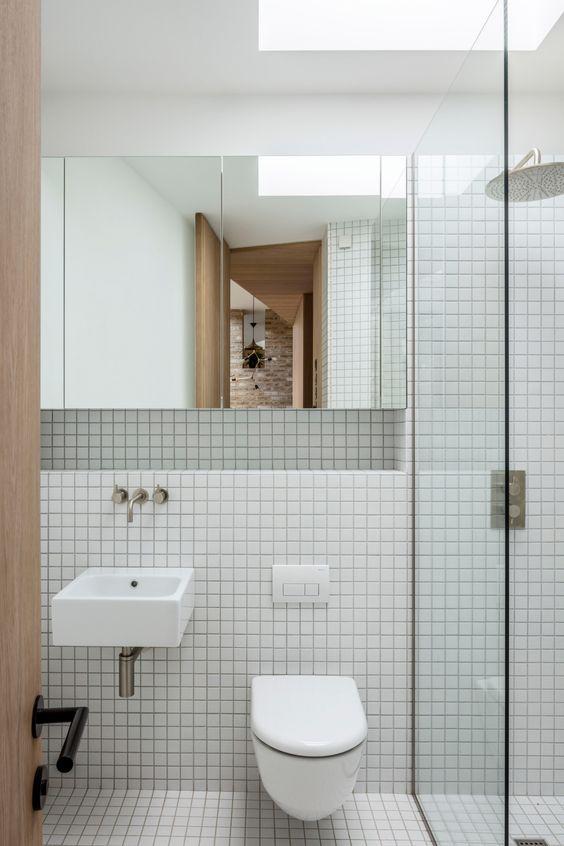small bathroom remodel idea large mirror 16 Small Bathroom Remodel Ideas That Will Help You to Save Space