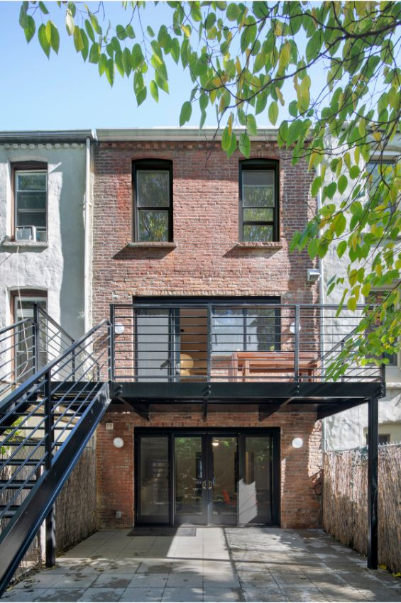 deck closeup 100 Year Old Townhouse Renovation by Studio Officina Architecture